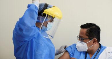 ¿El club de los privilegiados? Nuevo escándalo por una 'vacunación VIP' contra el covid-19 en Ecuador