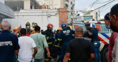 Fallece por inhalación de humo hombre rescatado en incendio en farmacia Los Hidalgos