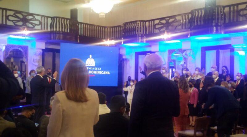 Presidente Abinader juramenta voluntariados salud y cultura