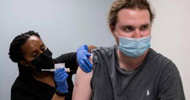 Ensayan tercera dosis de vacuna contra COVID-19 que resiste variantes