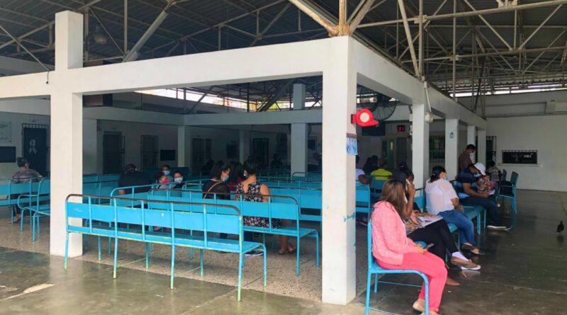 Padres y madres asisten este sábado a Centro de Vacunación Galván para inmunizar a sus hijos contra la difteria