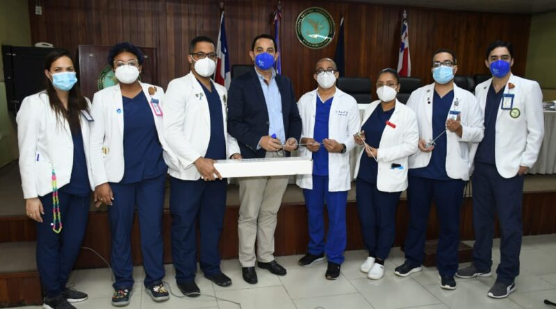 Fundación Dominicana de Urología (FUNDOURO) Dr. Pablo Mateo donaequiposa la residencia de Urología del Hospital Central de las Fuerzas Armadas