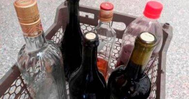 Autoridades reportan 26 intoxicaciones más por alcohol adulterado