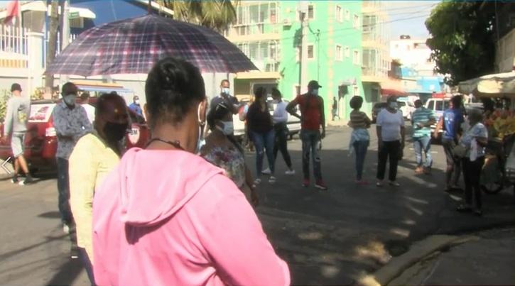 El Ministerio de Salud Pública notificó este sábado tres defunciones por covid-19 y 1,055 nuevos contagios.
