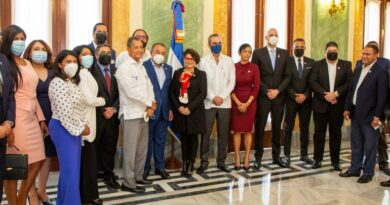 Presidente Luis Abinader sostiene encuentro con Grupo de Medios Súper 7 FM