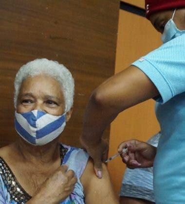 Luis Abinader exhorta jóvenes a vacunarse