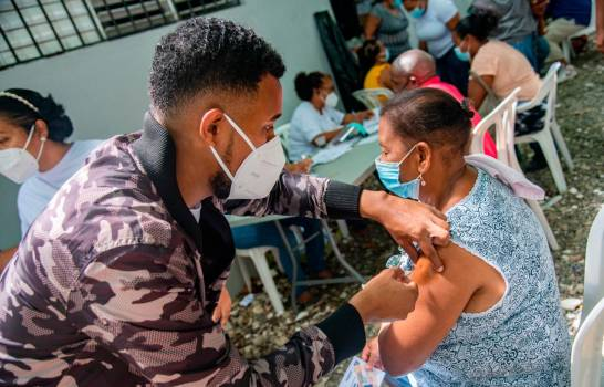 RD rompe récord al vacunar contra el COVID-19 a 160 mil personas en un día