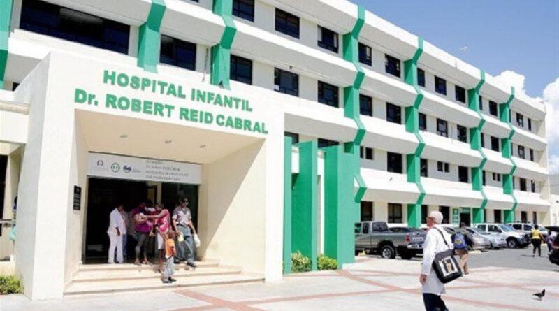 Siguen llegando niños al Robert Reid Cabral afectados de coronavirus; hay 15 internos