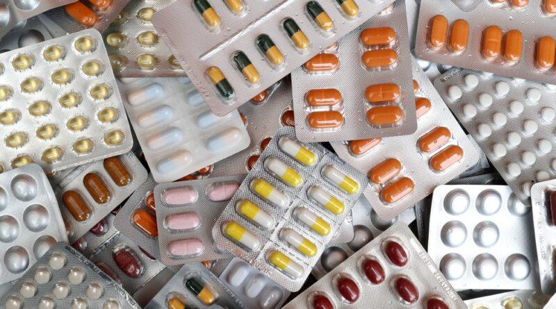 Se estudian 19 drogas que podrían convertirse en píldoras que se administran apenas se diagnostica el COVID-19