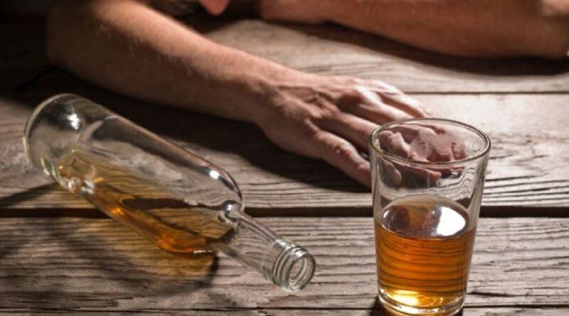 Siguen las muertes de ciudadanos por consumir alcohol adulterado