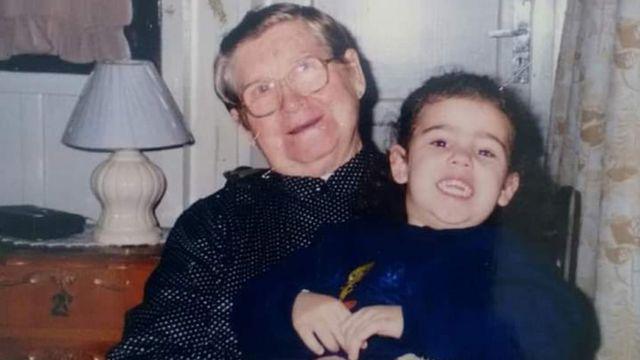 Alita Porto Reis con su nieta Samanta, cuando la menor era niña