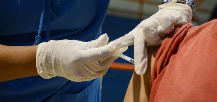 Gobierno recibe dos lotes vacunas de China y EEUU