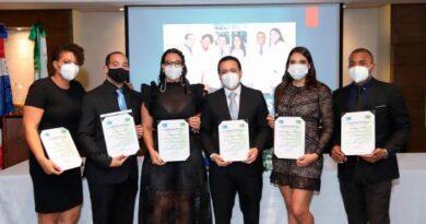 Liga Dominicana Contra el Cáncer celebra graduación médicos oncólogos