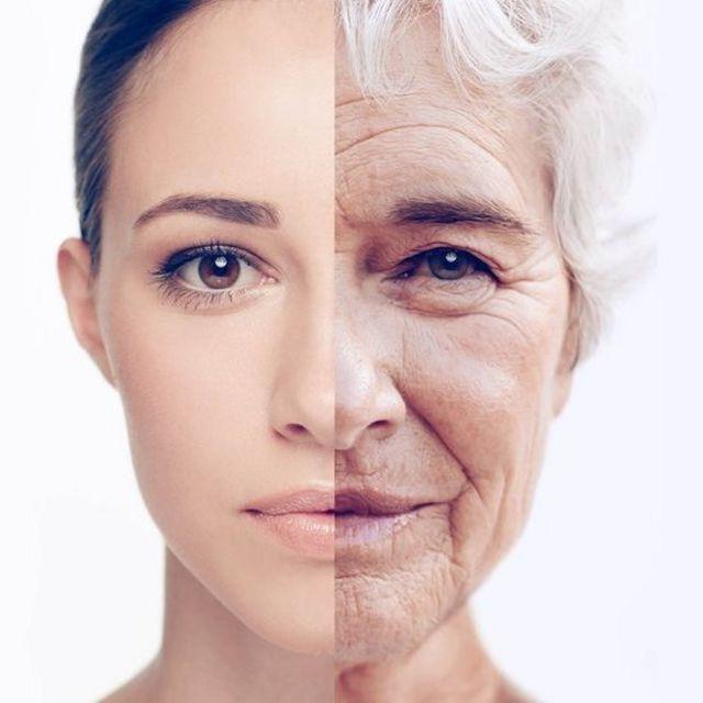 Mujer con rostro joven y envejecido