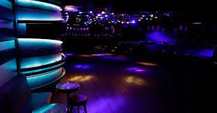 París reabrió sus clubes nocturnos luego de 16 meses cerrados por el COVID-19