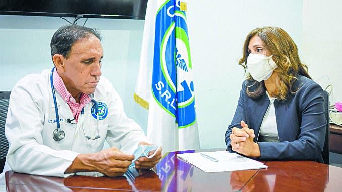 Barrick Pueblo Viejo realiza donativo oxígeno a Clínica