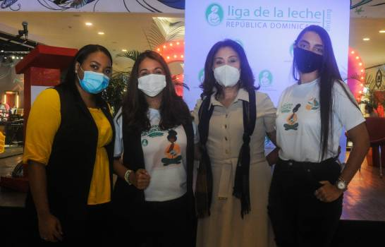 Galería 360 celebra la semana de la lactancia con exhibición de maniquíes