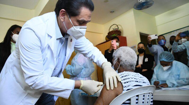 Presidente Abinader asegura ciudadanos se han aplicado 3ra. dosis vacuna anticovid no se han hospitalizado