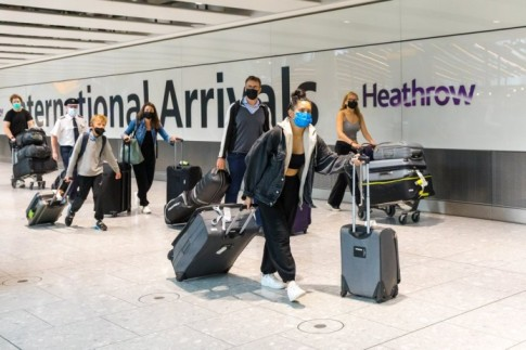 Agencias de turismo británicas registraron alzas de hasta 200% en las reservas tras la simplificación de las restricciones para viajar