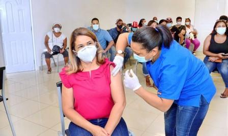 Médicos llaman al Gobierno a acelerar el ritmo de vacunación