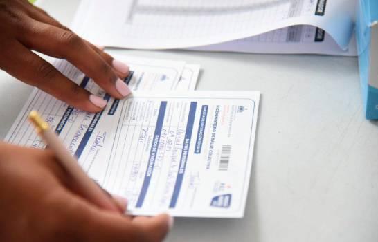 Falsificación de tarjetas de vacunación y pruebas PCR será penalizada con prisión de hasta 10 años