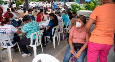 """""""Obligación"""" mueve a la gente a vacunarse ante inminente medidas por COVID-19"""